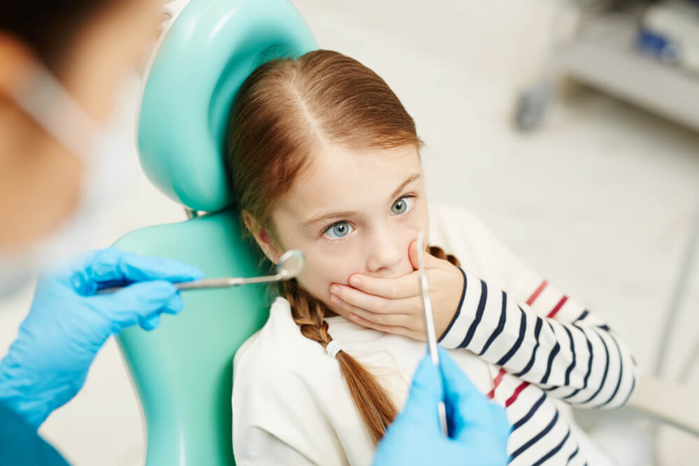 Child frightened of pediatric dentist